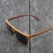 modern-klasičen-videz-lesena-sončna-očala-Owlet-Classic